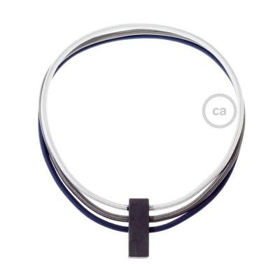 Kruhový náhrdelník s farbami: strieborná RM02, tmavo šedá RM26 a tmavo modrá RM20.