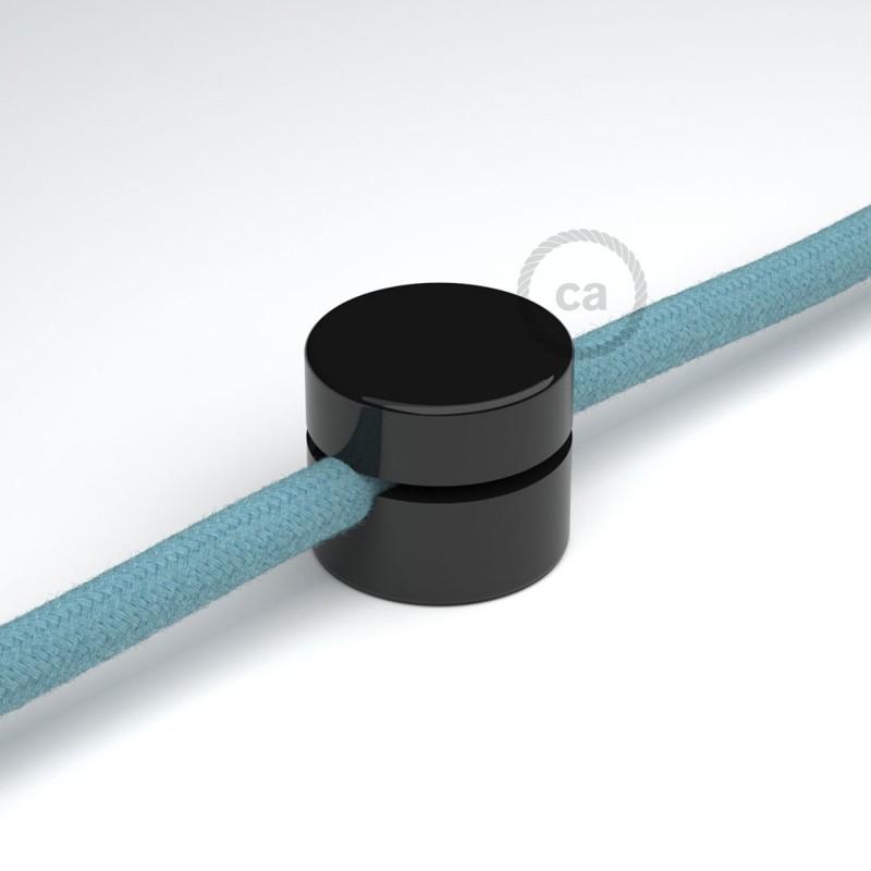 Univerzálna čierna nástenná káblová svorka pre textilné elektrické káble.