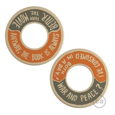 MINI-UFO: obojstranný drevený disk z kolekcie READING BALLSH*T s motívom WAR&PEACE + BETTER THAN THE MOVIE