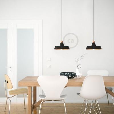 Závesná lampa s textilným káblom, industriálnym keramickým tienidlom a kovovými detailmi – Vyrobená v Taliansku