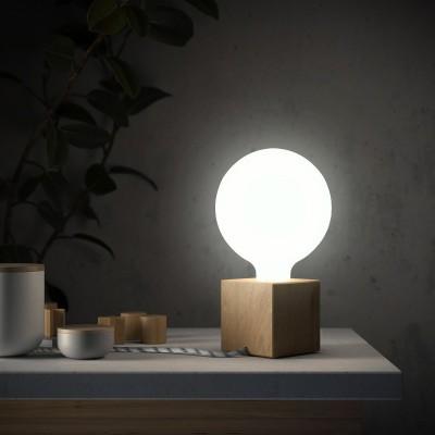 Posaluce Cubetto, naša drevená stolná lampa s textilným káblom, in-line vypínačom a dvojpólovou zástrčkou