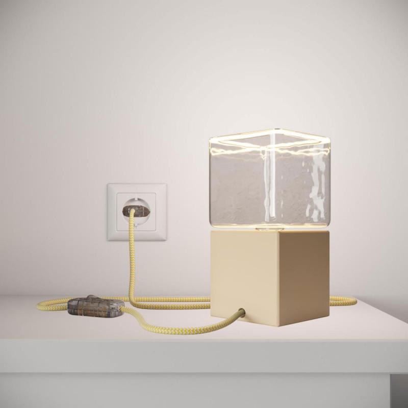 Posaluce Cubetto Color, lakovaná drevená stolná lampa s textilným káblom, vypínačom a dvojpólovou zástrčkou