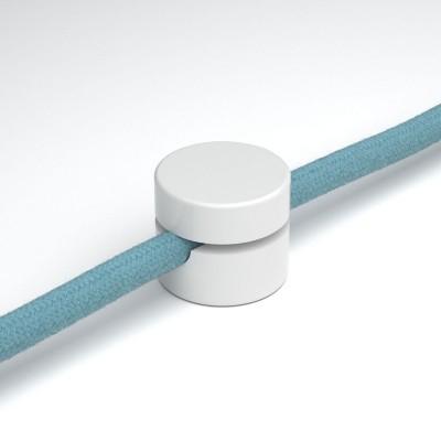 Univerzálna nástenná káblová svorka pre textilné elektrické káble