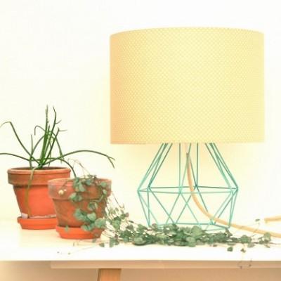 Vytvorte si jednoduchú, zároveň však veľmi sympatickú stolnú lampu